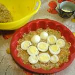 Этапы приготовления запеканки из фарша с начинкой из вареных яиц