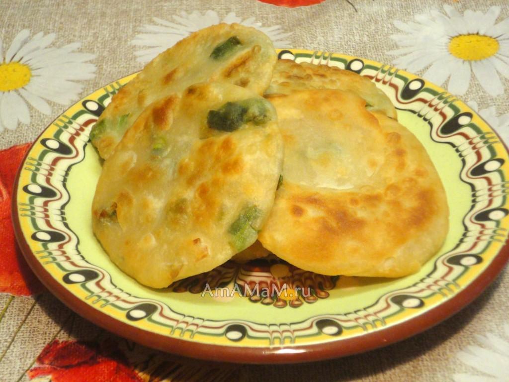 Рецепт лепешек с травой и сыром с фото