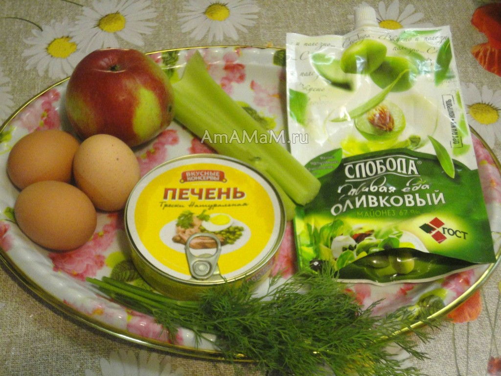 Салат из фасоли с сухариками и яблоками