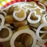 Как делать салат из соленых огурцов и масла - рецепт