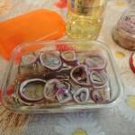 Приготовление закуски из малосольной селедки своими руками