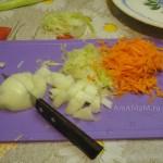 Как измельчить овощи в поджарку для супа с сырными шариками