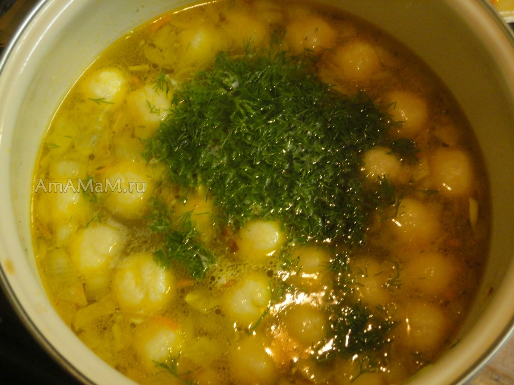 Приготовление супа с сырными шариками