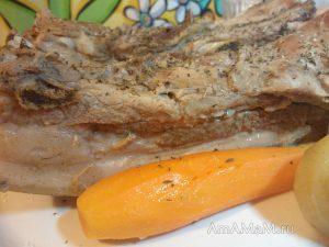 Грудинка свиная вареная с луком