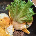 Рецепт приготовления гамбургера с салатом и яйцами