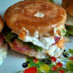 Булочки с начинкой - рецепт гамбургеров по-домашнему