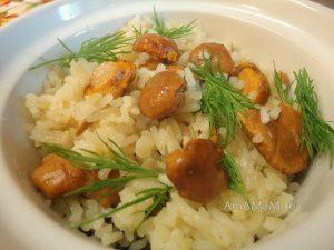 Жареный рис с грибами (лисички) - рецепт с фото