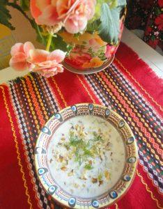 Таратор - это болгарский суп с орехами на йогурте