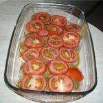 Грудка с помидорами и сыром, запеченная в духовке