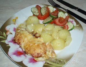 Запеканка из куриной грудки с соусом песто, помидорами и сыром