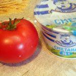 Сметана и помидор для соуса-подливки к тушеной рыбе