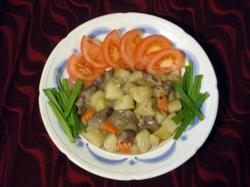 Как потушить куриные сердечки с картофелем и морковкой