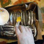 Как правильно запечь мойву в духовке - простой рецепт