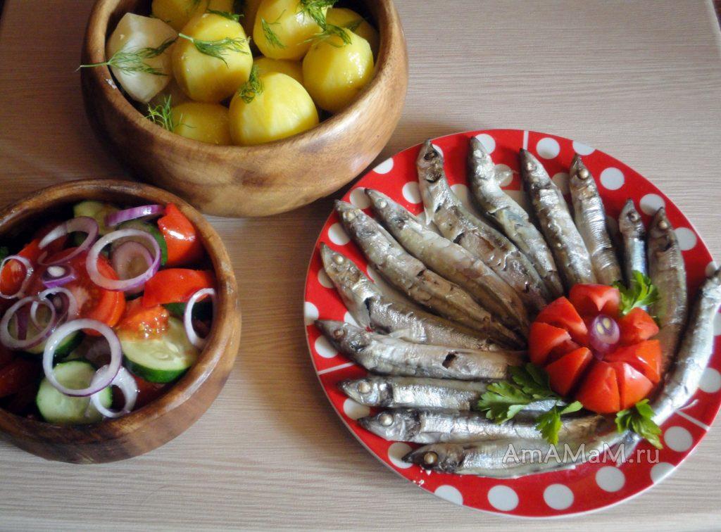 Простая домашняя еда - недорогой обед или ужин из мойвы с картошкой и овощами