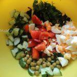 Руккола, огурец, помидоры, яйца, горошек, зелень