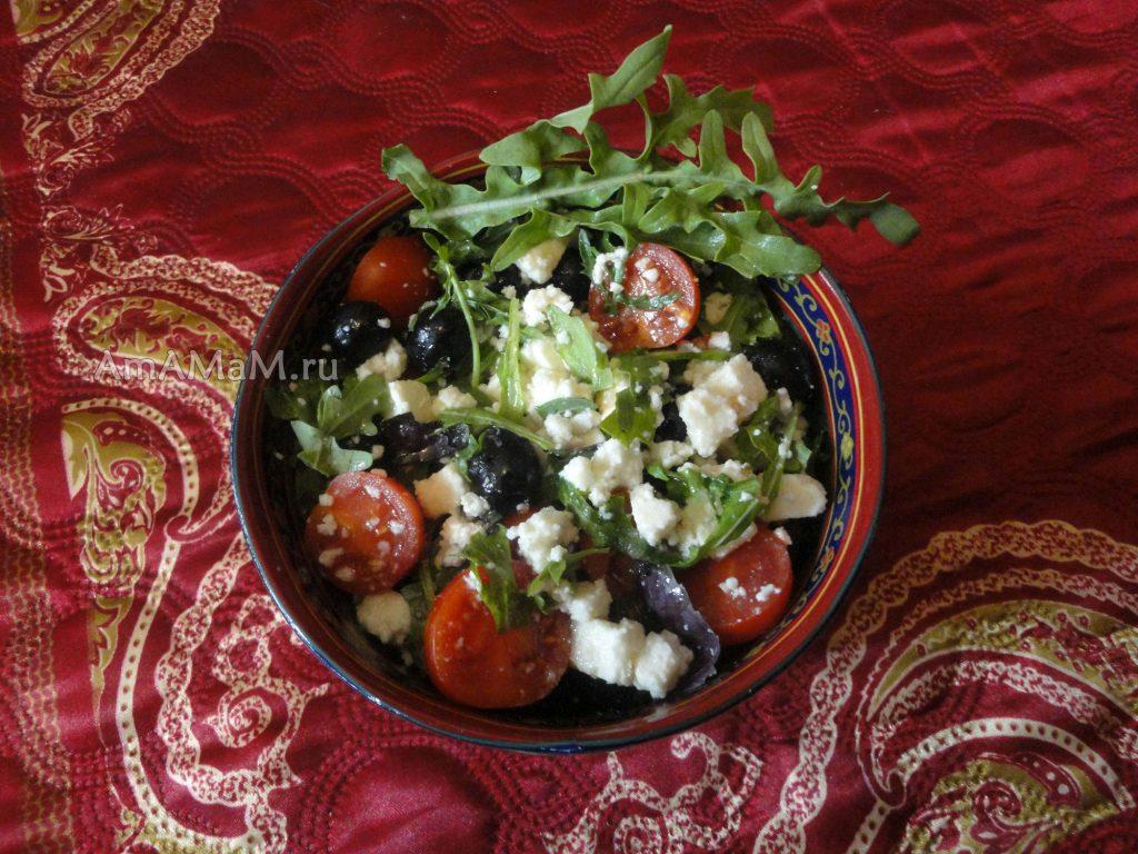 Простой салат с руколой и сыром - рецепт с помидорами
