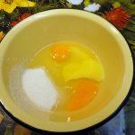 Основа бисквита - яйца и сахар