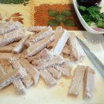 Фото нарезки мяса брусотчками