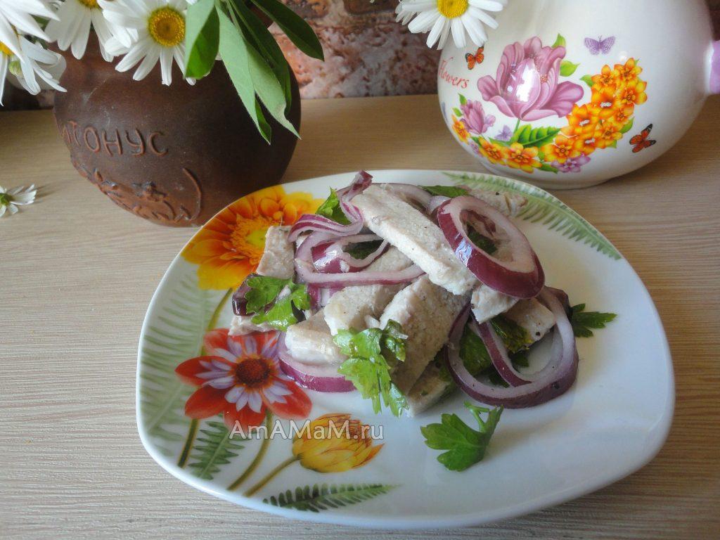 Что сделать из свинины - вкусный рецепт салата с луком в маринаде