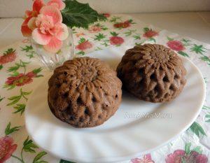 Маффины шоколадные с начинкой (сладкий сырок и изюм)