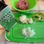 Измельчение лука и яблок для котлет - крупная терка