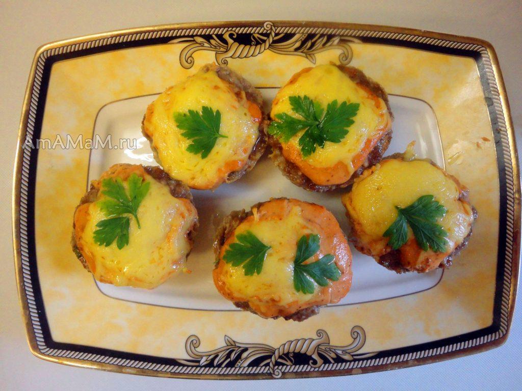 Рецепт вкусных котлет с добавлением яблока в духовке под сыром