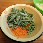 Овощная часть манника - морковь, фасоль стручковая и горошек