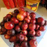 Миска с райскими яблоками