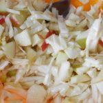 Рецепт простого салата из белокочанной капусты с яблоками и апельсином
