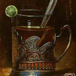 Крепкий чай с лимоном, в стакане с подстаканником и с ложкой - натюрморт