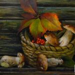 Грибной натюрморт с боровиками, рябиной и осенними листьями