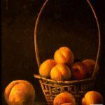 Спелые персики в корзине