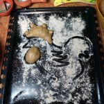 Как сделать пирог из пирожков в форме петуха