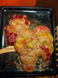 Пирог в форме петуха из дрожжевого теста со сладкой начинкой