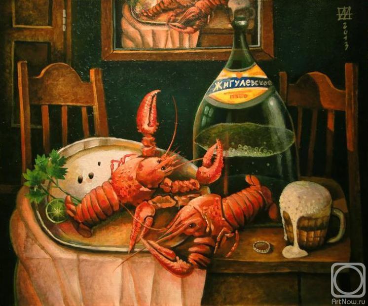Пивной натюрморт с раками, пивом и пивной кружкой с переливающейся пеной