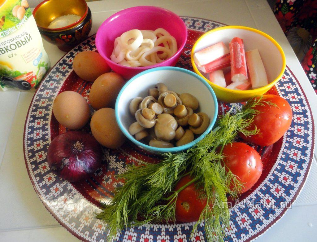 Приготовление салата из кальмаров и крабовых палочек - простой рецепт