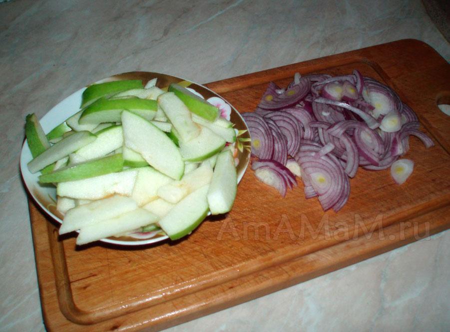 Как нарезать яблоки в салат со свининой