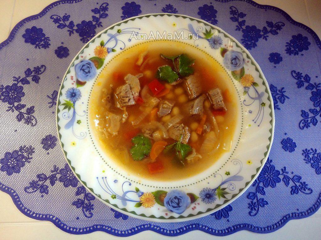 Вкусный суп с нутом на баранине с кинзой и овощами