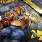 Фото нарезки лука и чеснока в салат