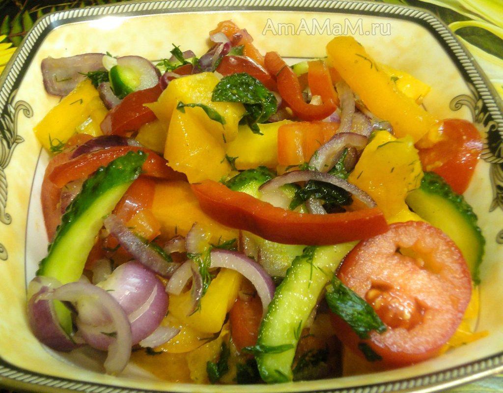 Нарезка овощей в салат с желтыми помидорами