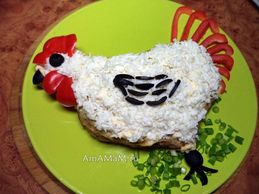 Белый петушок с красным гребешком