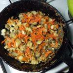 Способ приготовления лапши фунчоза с грибами и морковью