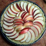 Приготовление пирога с яблоками с открытым верхом