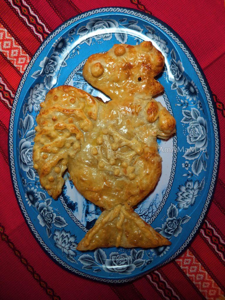 Пирог с капустой в форме петуха