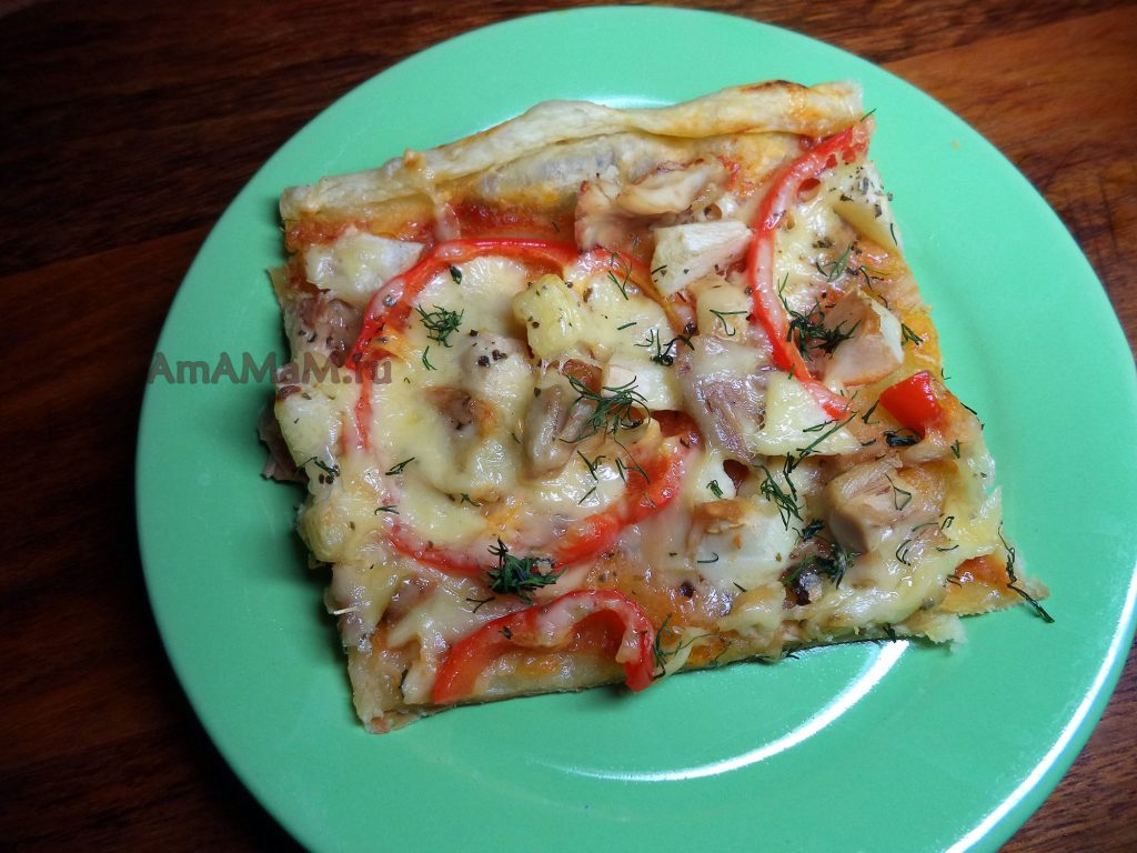 Пицца курица с яблоком и сладким перцем