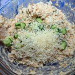 Как готовят салат с рыбными консервами - рецепт с фото