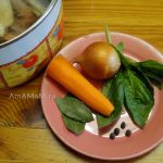 Морковь, лук, лавровый лист, базилик, перец горошком для бульона из рыбы