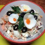Консервироанная скумбрия в масле - рецепты салатов