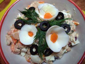 Рыбный салат из консервов (скумбрия)
