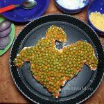 Салат из рыбных консервов с горошком - простой рецепт